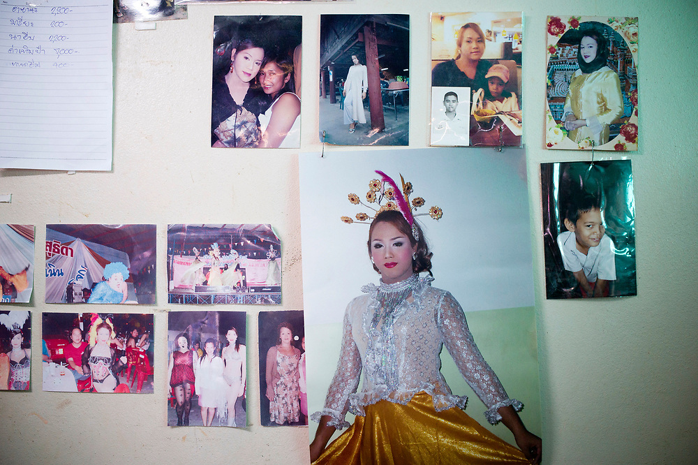"""Bangkok November 13, 2013<br /> Kafille is 6 years old. His mother had noticed since he was 3 years old, he already behaved as a little girl, showing signs of being feminine. His older brother, Aekachai, 23, is a ladyboy, and Kafille was definitely influenced by him.As her mother said: """"we can't do anything, he has to follow his heart and has to live his life the way he wants to""""<br /> Bangkok 13 novembre 2013<br /> Kafille a 6 ans. Sa mère l'avait remarqué dès l'âge de 3 ans, il se comportait déjà comme une petite fille, montrant des signes de féminité. Son frère aîné, Aekachai, 23 ans, est une coccinelle, et Kafille a été définitivement influencé par lui, comme l'a dit sa mère : """"On ne peut rien faire, il doit suivre son coeur et vivre sa vie comme il le veut"""""""