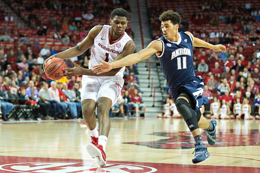 FAYETTEVILLE, AR - NOVEMBER 18:  Trey Thompson #1 of the Arkansas Razorbacks goes after a loose ball against Aaron Jackson #11 of the Akron Zips at Bud Walton Arena on November 18, 2015 in Fayetteville, Arkansas.  (Photo by Wesley Hitt/Getty Images) *** Local Caption *** Trey Thompson; Aaron Jackson