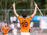 AMSTELVEEN -  HOCKEY -  Bob de Voogd van OZ heeft 1-3 gescoord. .  Beslissende finalewedstrijd om het Nederlands kampioenschap hockey tussen de mannen van Amsterdam en Oranje Zwart (2-3). COPYRIGHT KOEN SUYK