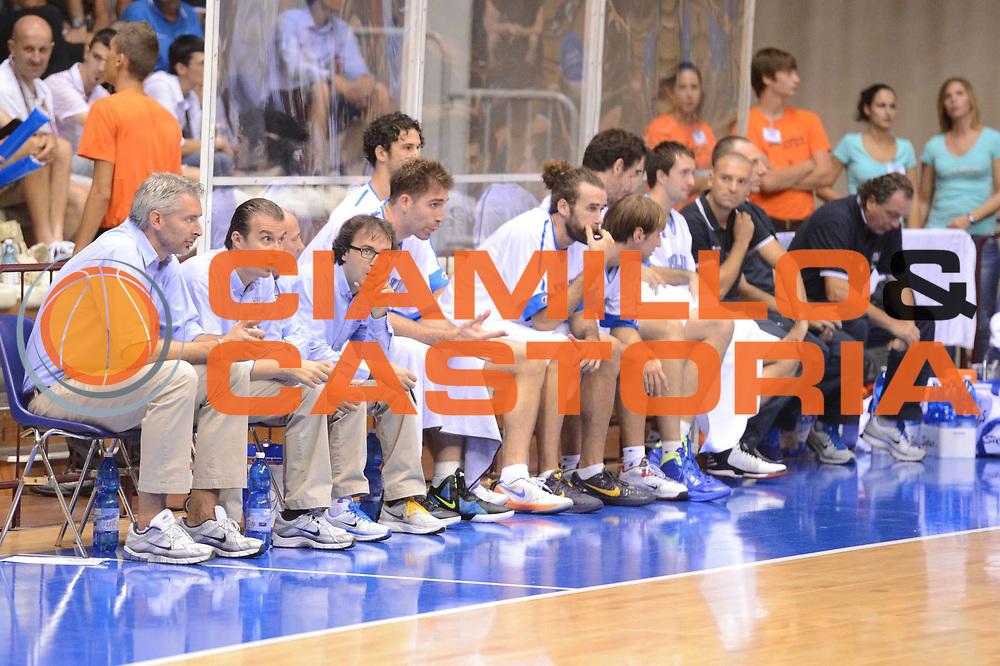 DESCRIZIONE : Trieste Qualificazioni Europei 2013 Italia Repubblica Ceca<br /> GIOCATORE : team<br /> CATEGORIA : curiosita delusione<br /> SQUADRA : Italia<br /> EVENTO : Qualificazioni Europei 2013<br /> GARA : Italia Repubblica Ceca <br /> DATA : 02/09/2012 <br /> SPORT : Pallacanestro <br /> AUTORE : Agenzia Ciamillo-Castoria/GiulioCiamillo<br /> Galleria : Fip Nazionali 2012 <br /> Fotonotizia : Trieste Qualificazioni Europei 2013 Italia Repubblica Ceca<br /> Predefinita :