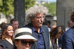 Beerdigung von Sonia Rykiel auf dem Friedhof Montparnasse in Paris / 010916 *** French film director Elie Chouraqui during the funeral of the late French fashion designer Sonia Rykiel, at the Montparnasse cemetery in Paris, France, September 1 2016.