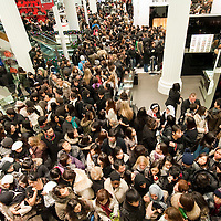 London December 26 Bargain hunters flood the ground floor at Selfridges on Oxford Street. More than 50,000 people will pass through the doors at Selfridges and the store expect to take in excess of £1M per hour at peak time on the first day of this year Sales...***Agreed Fee's Apply To All Image Use***.Marco Secchi /Xianpix. tel +44 (0) 771 7298571. e-mail ms@msecchi.com .www.marcosecchi.com