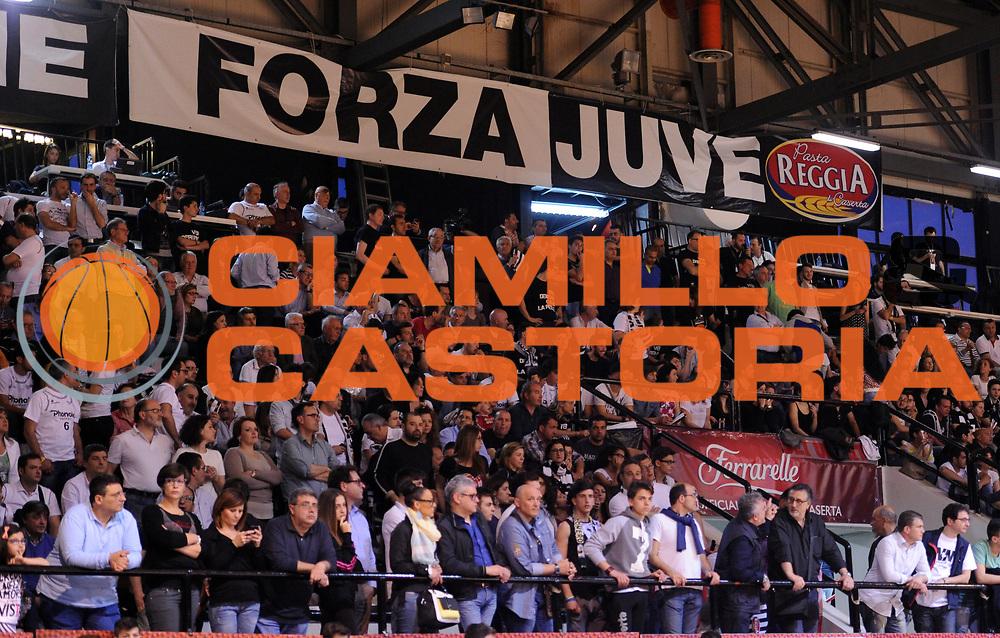 DESCRIZIONE : Caserta Lega A 2014-15 <br /> Pasta Reggia Caserta - Grissin Bon Reggio Emilia GIOCATORE : <br /> CATEGORIA : pre game tifosi pubblico<br /> SQUADRA : Pasta Reggia Caserta<br /> EVENTO : Campionato Lega A 2014-2015 <br /> GARA : Pasta Reggia Caserta - Grissin Bon Reggio Emilia<br /> DATA : 03/05/2015<br /> SPORT : Pallacanestro <br /> AUTORE : Agenzia Ciamillo-Castoria/N. Dalla Mura<br /> Galleria : Lega Basket A 2014-2015  <br /> Fotonotizia : Caserta Lega A 2014-15 Pasta Reggia Caserta - Grissin Bon Reggio Emilia