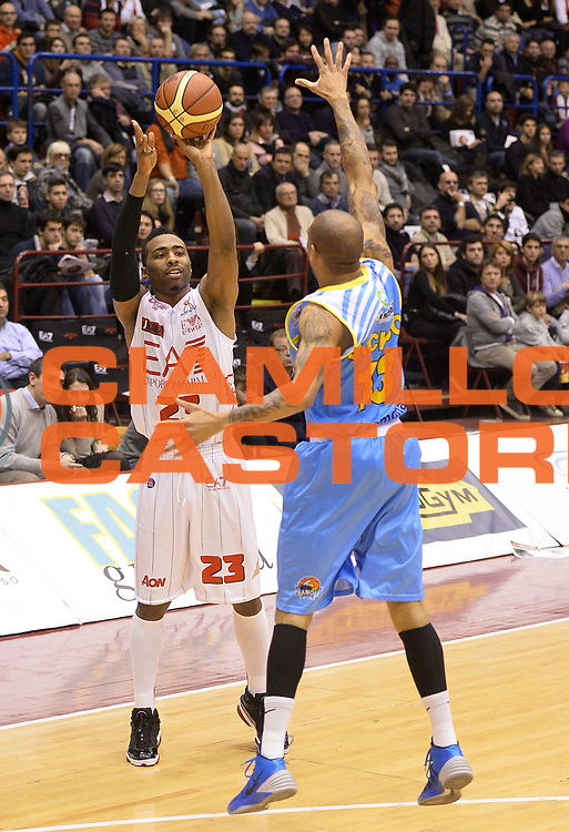 DESCRIZIONE : Milano campionato serie A 2013/14 EA7 Olimpia Milano Vanoli Cremona <br /> GIOCATORE : Keith Langford<br /> CATEGORIA : passaggio<br /> SQUADRA : EA7 Olimpia Milano<br /> EVENTO : Campionato serie A 2013/14<br /> GARA : EA7 Olimpia Milano Vanoli Cremona<br /> DATA : 26/12/2013<br /> SPORT : Pallacanestro <br /> AUTORE : Agenzia Ciamillo-Castoria/R. Morgano<br /> Galleria : Lega Basket A 2013-2014  <br /> Fotonotizia : Milano campionato serie A 2013/14 EA7 Olimpia Milano Vanoli Cremona<br /> Predefinita :