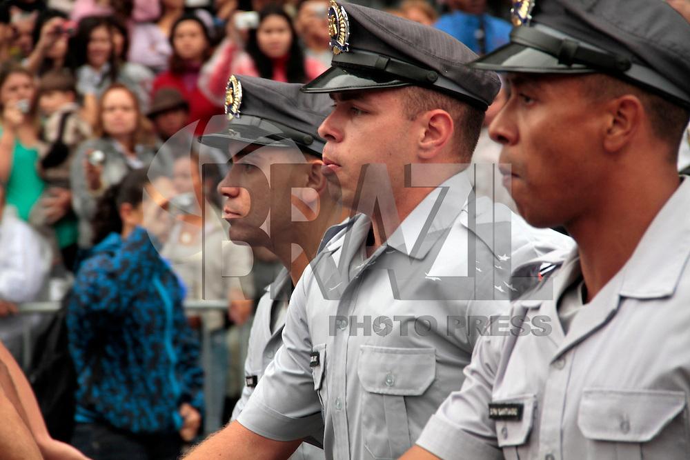 SÃO PAULO, SP, 31 DE OUTUBRO 2011 - FORMATURA MILITAR - Cerca de 2.500 policiais militares, bombeiros e policiais rodoviários  durante cerimônia de formação oficial, na manha dessa segunda feira (31), no Vale do Anhangabaú, centro da cidade. FOTO: VANESSA CARVALHO - NEWS FREE.