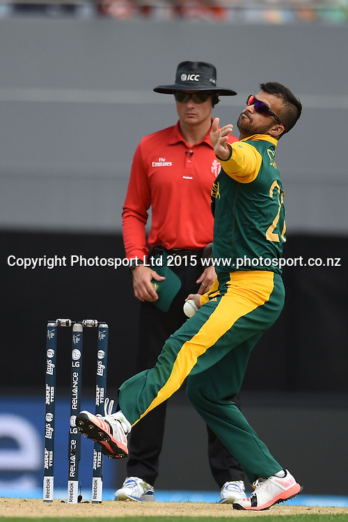 South African bowler JP Duminy into his delivery stride during the ICC Cricket World Cup match between Pakistan and South Africa at Eden Park in Auckland, New Zealand. Saturday 07 March 2015. Copyright Photo: Raghavan Venugopal / www.photosport.co.nz