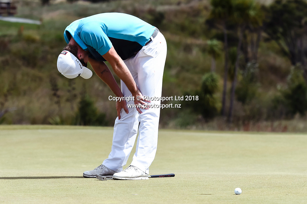 Harry Bateman (NZL) dejected after missing a putt.<br /> NZ Rebel Sports Masters, Wainui Golf Club, Wainui, Auckland, New Zealand. 14 January 2018. &copy; Copyright Image: Marc Shannon / www.photosport.nz.