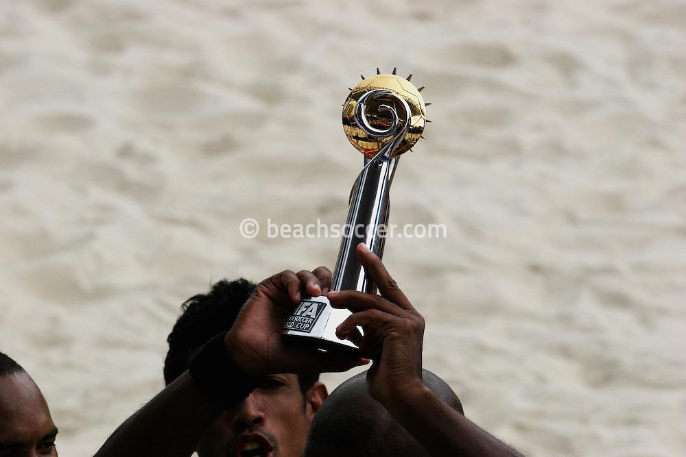 Footbal-FIFA Beach Soccer World Cup 2006 - Final- BRA xURU -Trophy FIFA Beach soccer -Rio de Janeiro- Brazil - 12/11/2006.<br />Mandatory Credit: FIFA/Ricardo Ayres