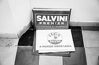 """REGGIO CALABRIA (RC) - 7 SETTEMBRE 2018:  Dei cartelli """"Salvini Premier"""", prodotti durante la campagna elettorale per le elezioni politiche del 2018,  nella sede della Lega per il Coordinamento per la città metropolitana di Reggio Calabria, a Reggio Calabria il 7 settembre 2018."""