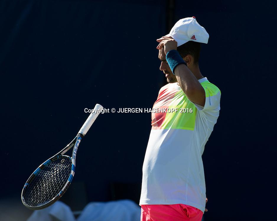 FABIO FOGNINI (ITA) reagiert veraergert und wirft seinen Schlaeger, Aerger,Frust,Emotion,<br /> <br /> Tennis - US Open 2016 - Grand Slam ITF / ATP / WTA -  USTA Billie Jean King National Tennis Center - New York - New York - USA  - 30 August 2016.