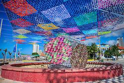 Decoração para Festa Junina formada com bandeirinhas durante preparativos para decoração da festa junina no arraial, em Fortaleza. FOTO: Jefferson Bernardes/Preview.com