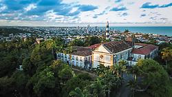 Seminário de Olinda com vegetação do Horto Del Rey ou Horto Botânico de Olinda no primeiro plano. FOTO: Jefferson Bernardes/ Agência Preview