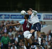 Fotball, 15. september 2002. FA Barclaycard Premiership, Tottenham - West Ham 3-0. Chris Perry, Tottenham, og Frederic Kanoute, West Ham..