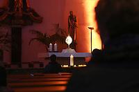 Mannheim. 11.03.17   BILD- ID 031  <br /> Innenstadt. Marktplatz. Marktplatzkirche St. Sebastian. Stay &amp; Pray. <br /> Im M&auml;rz startet mit &bdquo;Stay &amp; Pray&ldquo; in der Mannheimer Marktplatzkirche St. Sebastian ein neues Gottesdienstformat in der Quadratestadt. Dieses offene spirituelle Angebot soll Menschen viermal im Jahr  jeweils samstagabends die M&ouml;glichkeit geben, Kirche einmal anders zu erleben. Die Besucher bestimmen, ob sie sich eine kurze oder auch l&auml;ngere Auszeit g&ouml;nnen &ndash; frei nach der biblischen Aufforderung &bdquo;Stay &amp; Pray &ndash; Wachet und betet.&ldquo; (Matth&auml;us 26,41). <br /> <br /> Der &bdquo;Stay &amp; Pray&ldquo;-Abend beginnt mit der Messe in St. Sebastian um 17 Uhr. Anschlie&szlig;end steht die Kirche bis 22 Uhr offen. Zum Abschluss gibt es ein Nachtgebet &ndash; die Komplet &ndash; mit eucharistischem Segen. <br /> <br /> Bild: Markus Prosswitz 11MAR17 / masterpress (Bild ist honorarpflichtig - No Model Release!)
