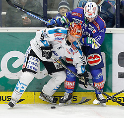 26.01. 2014, Stadthalle, Villach, AUT, EBEL, EC VSV vs EHC LIWEST Black Wings Linz, 4. Plazierungsrunde, im Bild Franklin MacDonald (Linz,#5) und John Hughes (VSV,#72) // during the Erste Bank Icehockey League 4. Placing round between EC VSV vs EHC LIWEST Black Wings Linz at the City Hall, Villach, Austria, 2014/01/26, EXPA Pictures © 2014, PhotoCredit: EXPA/ Oskar Hoeher
