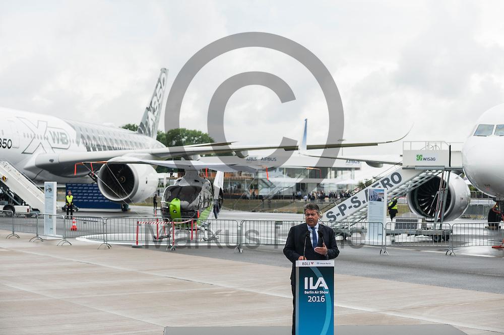 Der Bundesminister f&uuml;r Wirtschaft und Energie Sigmar Gabriel (SPD) spricht bei der Er&ouml;ffnung der Internationalen Luft- und Raumfahrtausstellung ILA am 01.06.2016 in Berlin, Deutschland. Die ILA wird vom Bundesverband der Deutschen Luft- und Raumfahrtindustrie e.V. (BDLI) veranstaltet und gilt als &auml;lteste Luftfahrtmesse der Welt. Foto: Markus Heine / heineimaging<br /> <br /> ------------------------------<br /> <br /> Ver&ouml;ffentlichung nur mit Fotografennennung, sowie gegen Honorar und Belegexemplar.<br /> <br /> Bankverbindung:<br /> IBAN: DE65660908000004437497<br /> BIC CODE: GENODE61BBB<br /> Badische Beamten Bank Karlsruhe<br /> <br /> USt-IdNr: DE291853306<br /> <br /> Please note:<br /> All rights reserved! Don't publish without copyright!<br /> <br /> Stand: 06.2016<br /> <br /> ------------------------------w&auml;hrend der  Internationale Luft- und Raumfahrtausstellung ILA am 01.06.2016 in Berlin, Deutschland. Die ILA wird vom Bundesverband der Deutschen Luft- und Raumfahrtindustrie e.V. (BDLI) veranstaltet und gilt als &auml;lteste Luftfahrtmesse der Welt. Foto: Markus Heine / heineimaging<br /> <br /> ------------------------------<br /> <br /> Ver&ouml;ffentlichung nur mit Fotografennennung, sowie gegen Honorar und Belegexemplar.<br /> <br /> Bankverbindung:<br /> IBAN: DE65660908000004437497<br /> BIC CODE: GENODE61BBB<br /> Badische Beamten Bank Karlsruhe<br /> <br /> USt-IdNr: DE291853306<br /> <br /> Please note:<br /> All rights reserved! Don't publish without copyright!<br /> <br /> Stand: 06.2016<br /> <br /> ------------------------------