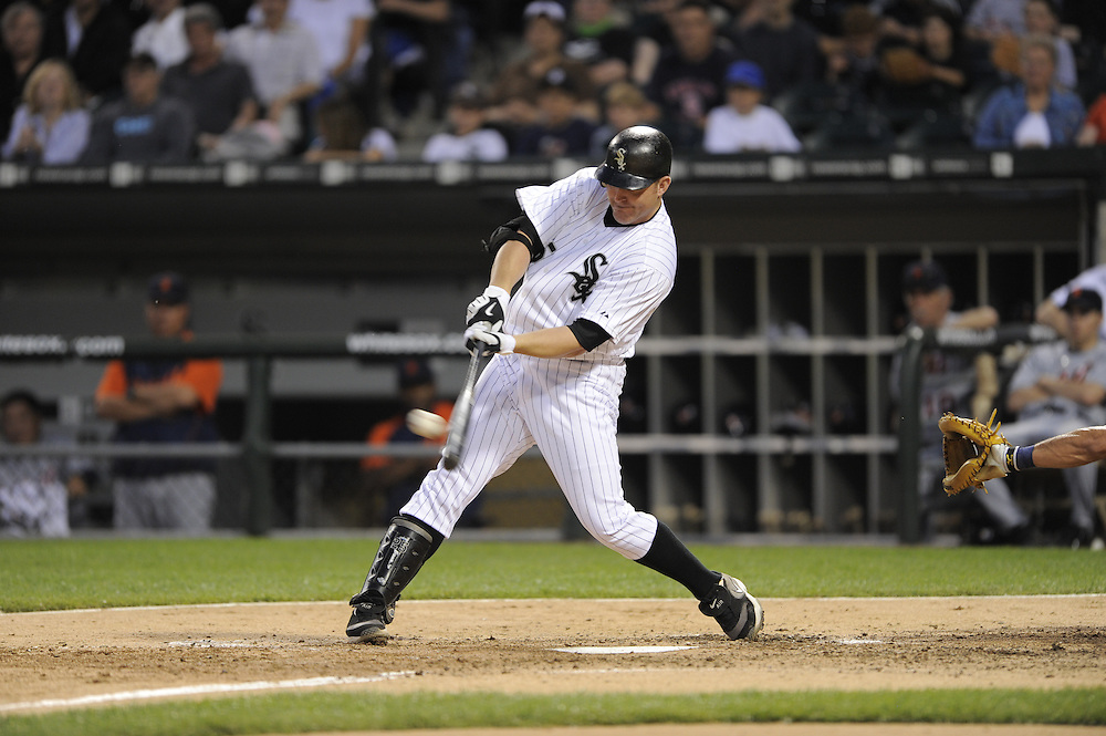 CHICAGO - JUNE 08:  Jim Thome #25 of the Chicago White Sox connects for an RBI single in the fifth inning against the Detroit Tigers during the second game of a day-night doubleheader on June 8, 2009 at U.S. Cellular Field in Chicago, Illinois.  The White Sox defeated the Tigers 6-1.  (Photo by Ron Vesely)