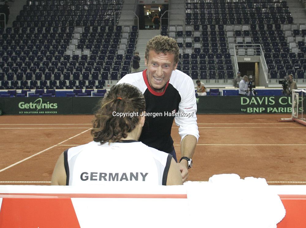 Sport, Tennis, Ausland, Davis Cup Begegnung  Tschechien gegen  Deutschland in der Tipsport Arena in Liberec, Team Captain Patrik Kuehnen und Tommy Haas (GER), Emotion,25.09.2005.