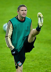EINDHOVEN, THE NETHERLANDS - Monday, December 8, 2008: Liverpool's Robbie Keane training at the Philips Stadium ahead of the final UEFA Champions League Group D mach against PSV Eindhoven. (Photo by David Rawcliffe/Propaganda)