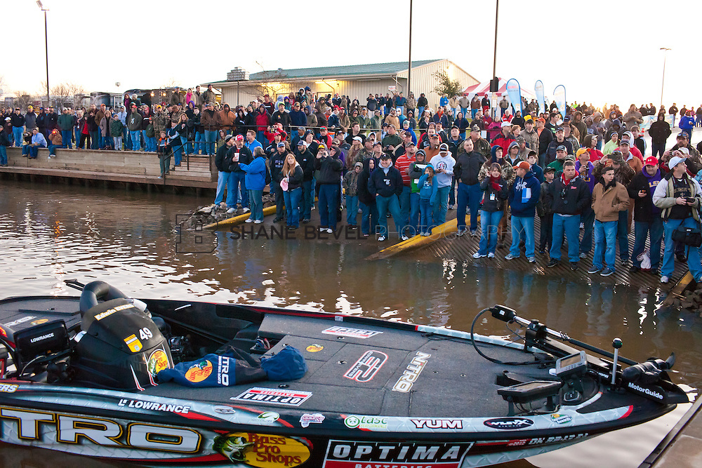 2/25/12 7:40:51 AM -- during the 2012 Bassmaster Classic on the Red River in Shreveport, La. ..Photo by Shane Bevel.Boats launch on the Red River. .Boats launch on the Red River.