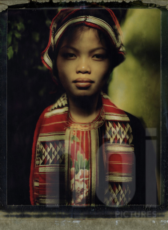 During a journey in North Vietnam in order to meet hilltribes, Boris Zuliani made a serie of portraits using polaroid and technique of light painting. Among ethnic groups he photographed are the  Red Dao,  Lo Lo Hoa, Pa Then.