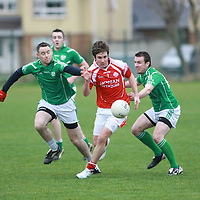 Eire îg David Smyth & Kilrush's  Jim Young & Paddy Clancy in action during their Game played in Ennis.<br /> Pictured Credit Brian Gavin Press 22<br /> Eire Óg David Smyth & Kilrush's  Jim Young & Paddy Clancy in action during their Game played in Ennis.<br /> Pictured Credit Brian Gavin Press 22