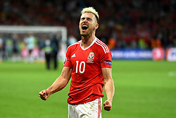Aaron Ramsey of Wales celebrates with the Wales after the game  - Mandatory by-line: Joe Meredith/JMP - 01/07/2016 - FOOTBALL - Stade Pierre Mauroy - Lille, France - Wales v Belgium - UEFA European Championship quarter final