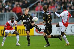 08-11-2009 VOETBAL: FC UTRECHT - HEERENVEEN: UTRECHT<br /> Utrecht verliest met 3-2 van Heerenveen / Viktor Elm<br /> ©2009-WWW.FOTOHOOGENDOORN.NL