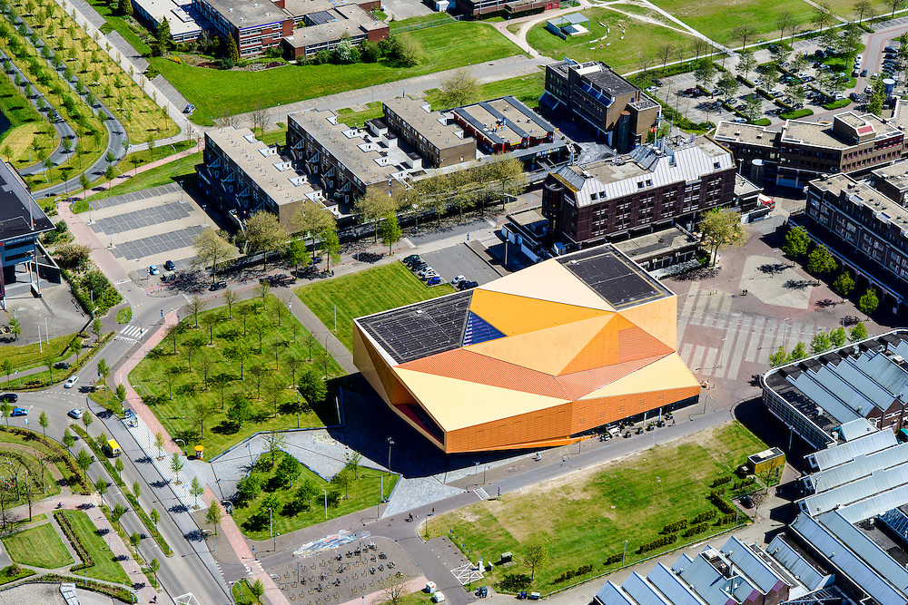 Nederland, Flevoland, Lelystad, 08-09-2009. Centrum Lelystad,  Agoratheater en congrescentrum.<br /> Lelystad city centre with  Agora theater.<br /> luchtfoto (toeslag op standard tarieven);<br /> aerial photo (additional fee required);<br /> copyright foto/photo Siebe Swart