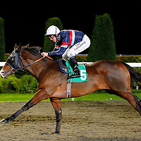 Killing Time and Jim Crowley winning the 6.00 race