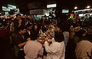 Hong Kong. night market in Temple street     / Marche  de nuit a Temple street  Mongkok kowloon    Marche de temple street, guerisseurs et diseurs de bonne aventure  /     L3134  /  R00073  /  P115217