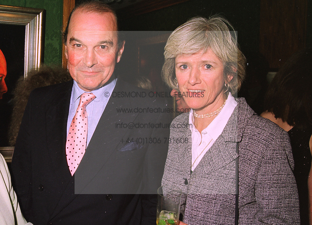 MAJOR-GENERAL & MRS CHARLES VYVYAN he is British Defence Attache in Washington, at an exhibition in London on 14th July 1998.MJB 35 2ORO