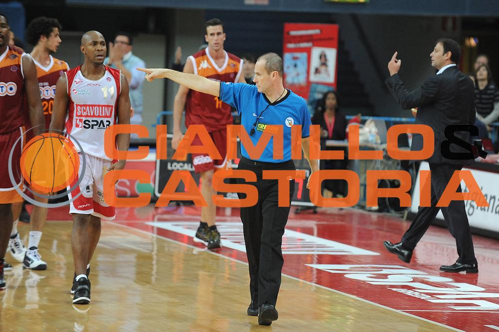 DESCRIZIONE : Pesaro Lega A 2009-10 Basket Scavolini Spar Pesaro Lottomatica Virtus Roma <br /> GIOCATORE : Arbitro<br /> SQUADRA : <br /> EVENTO : Campionato Lega A 2009-2010<br /> GARA : Scavolini Spar Pesaro Lottomatica Virtus Roma<br /> DATA : 15/11/2009<br /> CATEGORIA : Ritratto<br /> SPORT : Pallacanestro<br /> AUTORE : Agenzia Ciamillo-Castoria/G.Ciamillo<br /> Galleria : Lega Basket A 2009-2010 <br /> Fotonotizia : Pesaro Campionato Italiano Lega A 2009-2010 Scavolini Spar Pesaro Lottomatica Virtus Roma <br /> Predefinita :