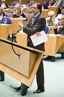 Nederland. Den Haag, 19 september 2007.<br /> Tweede dag algemene politieke beschouwingen in de tweede kamer.<br /> Alexander Pechtold aan de interruptiemicrofoon<br /> Foto Martijn Beekman <br /> NIET VOOR TROUW, AD, TELEGRAAF, NRC EN HET PAROOL