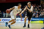 DEN BOSCH - SPM Shoeters Den Bosch - Donar Groningen, finale basketbal, seizoen 2014-2015, 19-05-2015, Maaspoort Den Bosch, Donar speler Bill Clark (L), Shoeters speler Kees Akerboom (R).