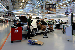 UK ENGLAND CREWE 5APR06 - Workers finish off cars that have been assembled at the production line at the Bentley Factory in Crewe...jre/Photo by Jiri Rezac..© Jiri Rezac 2006..Contact: +44 (0) 7050 110 417.Mobile:  +44 (0) 7801 337 683.Office:  +44 (0) 20 8968 9635..Email:   jiri@jirirezac.com.Web:    www.jirirezac.com..© All images Jiri Rezac 2006 - All rights reserved.
