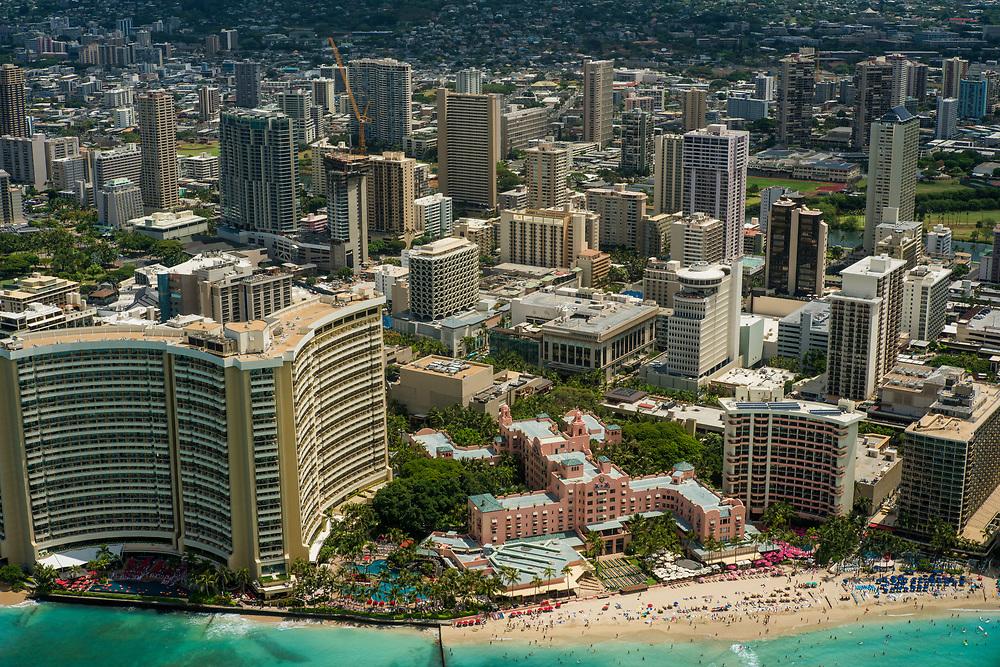 Waikiki Beach, Oahu, HI. Photograph ©2017 Darren Carroll