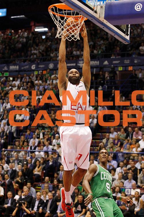 DESCRIZIONE : Milano Nba Europe Live Tour 2012 Ea7 Emporio Armani Milano Boston Celtics<br /> GIOCATORE : Malik Hairston<br /> CATEGORIA : Schiacciata<br /> SQUADRA : Ea7 Emporio Armani Milano<br /> EVENTO : Campionato Lega A 2012-2013<br /> GARA : Ea7 Emporio Armani Milano Boston Celtics<br /> DATA : 07/10/2012<br /> SPORT : Pallacanestro <br /> AUTORE : Agenzia Ciamillo-Castoria/G.Cottini<br /> Galleria : Lega Basket A 2012-2013  <br /> Fotonotizia : Milano Nba Europe Live Tour 2012 Ea7 Emporio Armani Milano Boston Celtics<br /> Predefinita :