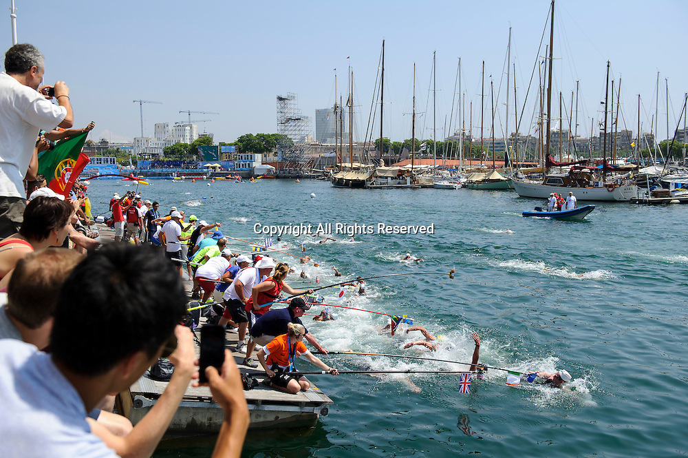 22.07.2013 Barcelona, Spain. Spectators take pictures as Christopher Bryan of Ireland (IRL) collects his package at the feed station on Lap 2 during the Mens 10km Open Water Swimming competition on Day 3 of the 2013 FINA World Championships at Port Vell.