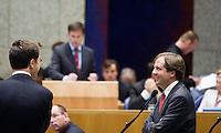 Nederland. Den Haag, 18 september 2008.<br /> Pechtold en Rutte in gesprek bij de interruptiemicrofoon.<br /> Foto Martijn Beekman<br /> NIET VOOR PUBLIKATIE IN LANDELIJKE DAGBLADEN.