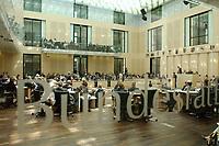 11 JUL 2003, BERLIN/GERMANY:<br /> Uebersicht Plenarsaal mit Schriftzug, Sitzung des Bundesrates, Bundesrat<br /> IMAGE: 20030711-01-043<br /> KEYWORDS: Übersicht, Saal, Plenum