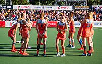 AMSTELVEEN - Warming up Oranje met   in het midden Xan de Waard (Ned) tijdens de halve finale  Nederland-Duitsland van de Pro League hockeywedstrijd dames. COPYRIGHT KOEN SUYK