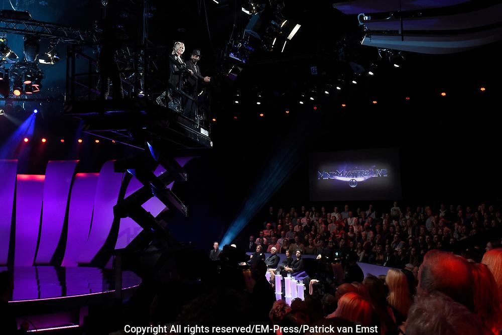 Eerste liveshow van MindMasters, een zoektocht naar de beste mindmaster van Nederland  in Studio Aalsmeer.<br /> <br /> Op de foto:  Mindmaster Zack en Monique Smit