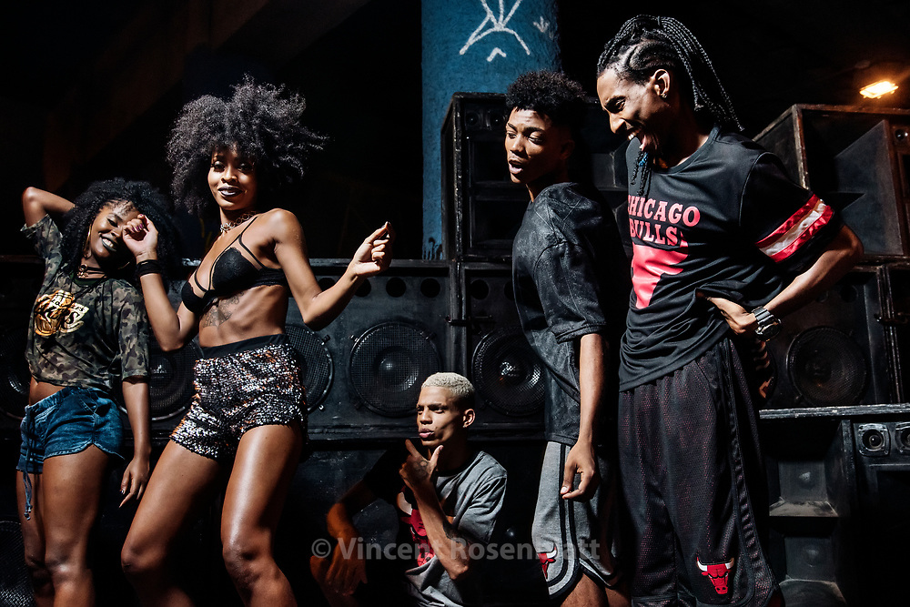Celly IDD, Jessica Maurice, Leandro Skillo, Jonathan Neguebites & Ronald Sheick. Baile Funk essay for C&A Brazil and their NBA collection, shot in Madureira, North Zone of Rio de Janeiro.