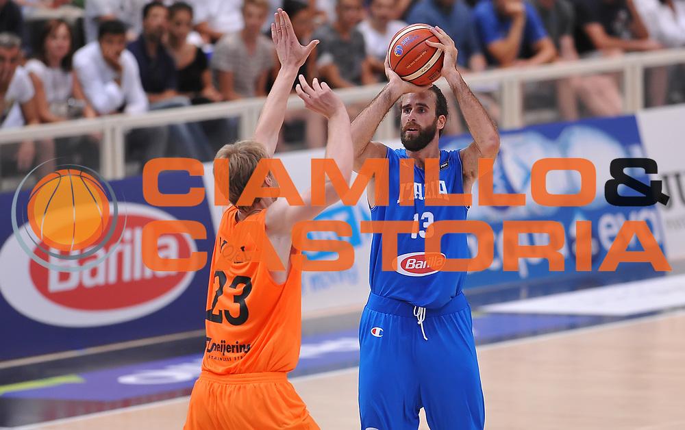 DESCRIZIONE : Trento Nazionale Italia Uomini Trentino Basket Cup Italia Paesi Bassi Italy Netherlands <br /> GIOCATORE : Luigi Datome<br /> CATEGORIA : tiro three points<br /> SQUADRA : Italia Italy<br /> EVENTO : Trentino Basket Cup<br /> GARA : Italia Paesi Bassi Italy Netherlands<br /> DATA : 30/07/2015<br /> SPORT : Pallacanestro<br /> AUTORE : Agenzia Ciamillo-Castoria/A.Scaroni<br /> Galleria : FIP Nazionali 2015<br /> Fotonotizia : Trento Nazionale Italia Uomini Trentino Basket Cup Italia Paesi Bassi Italy Netherlands