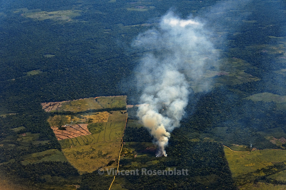 Queimadas e desmatamento no estado do Pará, sul de Belém..Feux de déforestation dans l'état du Pará, au sud de Belém..Fires and deforestation in Para State, south of Belém.