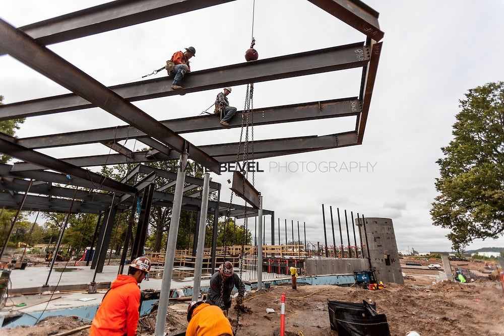 10/7/16 10:01:16 AM -- Steel installation on the Williams Lodge, foundations in the Adventure Playground, Peggy's Pond<br /> <br /> Photo by Shane Bevel