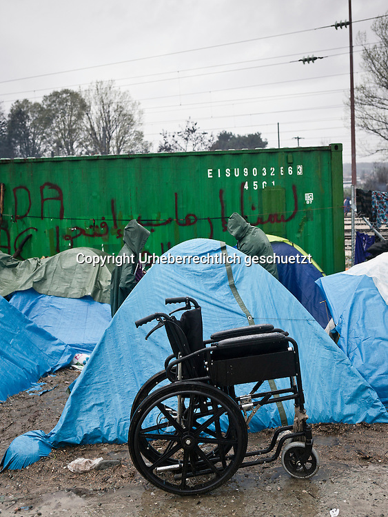Greece, Idomeni, Refugees on their way to Europe,   Children in Idomeni<br /> <br /> Idomeni, is the eye of a needle for getting to nothern Europe. <br /> Wheelchair in front of the tent.<br /> <br /> Nadeloehr nach Nordeuropa Idomeni, der Grenzuebergang ist seit Wochen gesperrt,. <br /> <br /> <br /> <br /> <br /> keine Veroeffentlichung unter 50 Euro*** Bitte auf moegliche weitere Vermerke achten***Maximale Online-Nutzungsdauer: 12 Monate !! <br /> <br /> for international use:<br /> Murat Tueremis<br /> C O M M E R Z  B A N K   A G , C o l o g n e ,  G e r m a n y<br /> IBAN: DE 04 370 800 40 033 99 679 00<br /> SWIFT-BIC: COBADEFFXXX