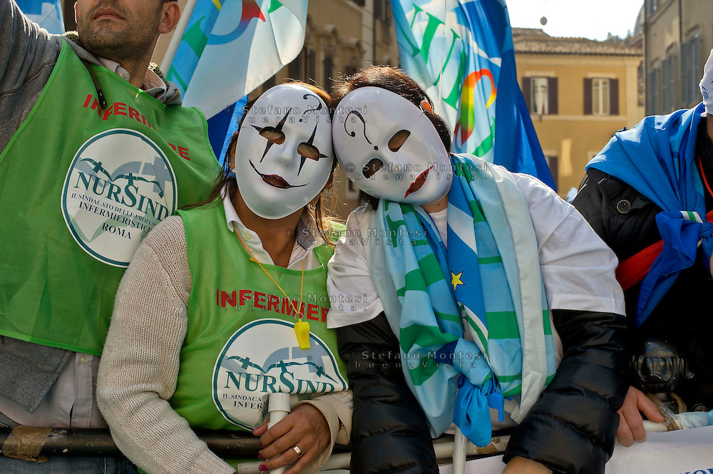 Roma 3 Novembre 2014<br /> Sciopero di 24 ore proclamato dagli infermieri aderenti al  sindacato NurSind contro i tagli alla sanità, del Governo Renzi e manifestazione davanti al Parlamento. Negli ospedali sono garantiti soltanto i servizi d'urgenza<br /> Rome November 3, 2014 <br /> 24-hour strike announced by the nurses participating in the syndicate NurSind against cuts to health care, of  the government Renzi and rally outside the Parliament. Hospitals are guaranteed only emergency services.