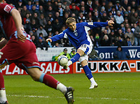 Photo: Steve Bond/Richard Lane Photography. Leicester City v Scunthorpe United. Coca Cola Championship. 13/02/2010. Martyn Waghorn volleys no4